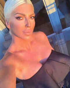 'Yenge' lakaplı Jelena Karleusa çıplak pozunu paylaştı!