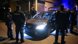 Hem dur ihtarına uymadı hem de aracını polislerin üzerine sürdü