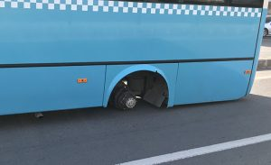 Otobüsün tekeri fırladı: 1 kişi yaralandı