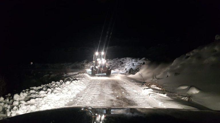 Dulkadiroğlu Belediyesinin karla mücadelesi  gece de sürdürdü