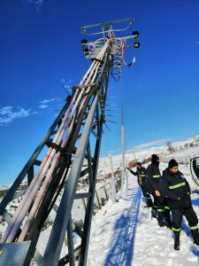 Kahramanmaraş'ta kar yağışı sonrası elektrik direkleri devrildi
