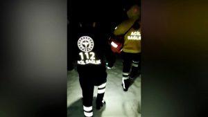 112 Acil ekipleri hastaya ulaşmak için karlı yolları yürüyerek aştı