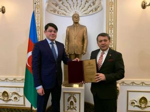 Azerbaycan'dan Genel Başkan Dim'e büyük onur