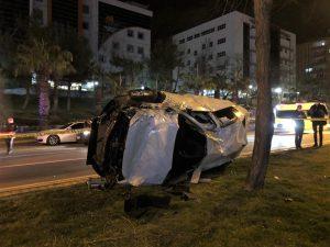 Kahramanmaraş'ta kavşakta çarpışan iki otomobil paramparça oldu