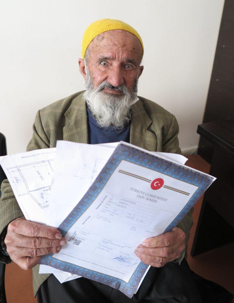 Yaşlı adam ev sahibi olmak isterken dolandırıldığını iddia etti