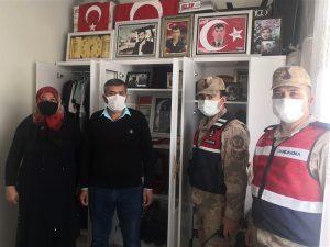 Jandarma'dan şehit ailesine ve yaşlılara moral ziyareti