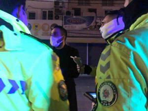 Kahramanmaraş'ta ehliyetsiz sürücü yakalanınca yine zorluk çıkarttı