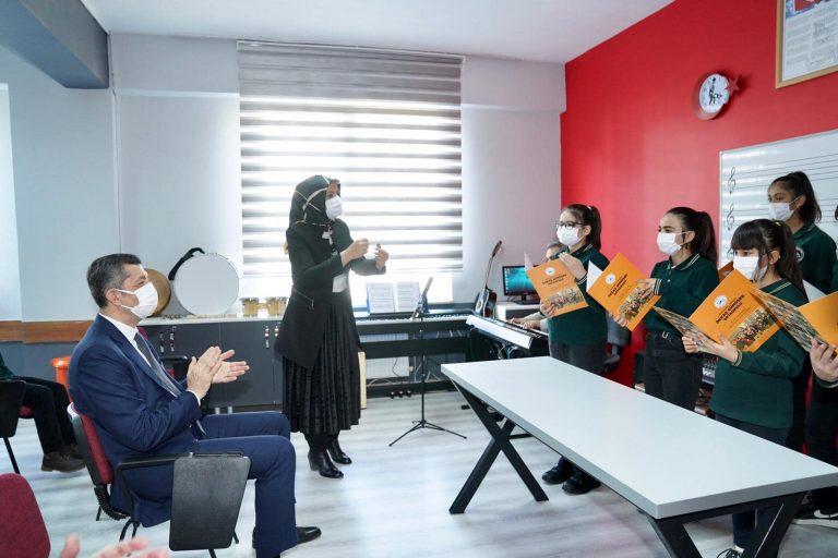 Milli Eğitim Bakanı Okulu açtı