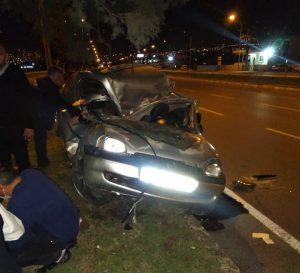 Ağaca Çarpan Otomobil Hurdaya Döndü