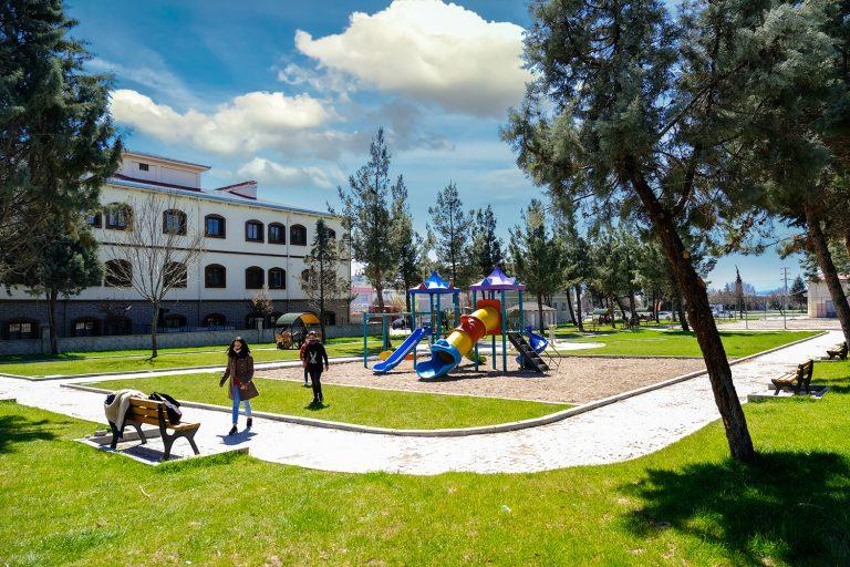 Dulkadiroğlu Belediyesi ve BM İşbirliğiyle Karacasu Parkı Yenilendi