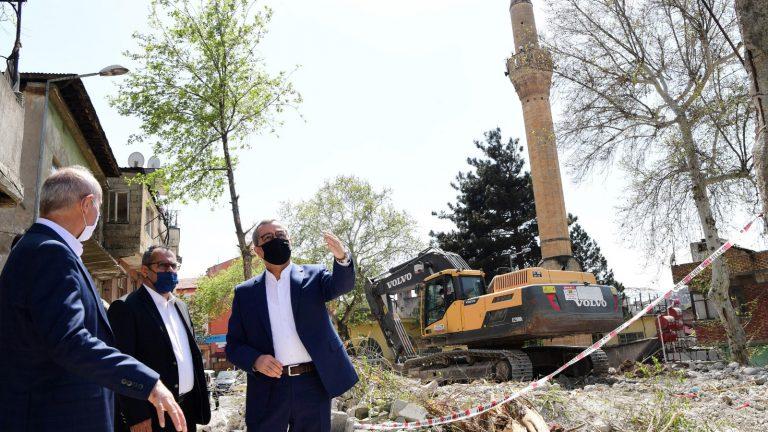 Büyükşehir Belediyesi Yıkım ve Restorasyon Çalışmalarını Sürdürüyor