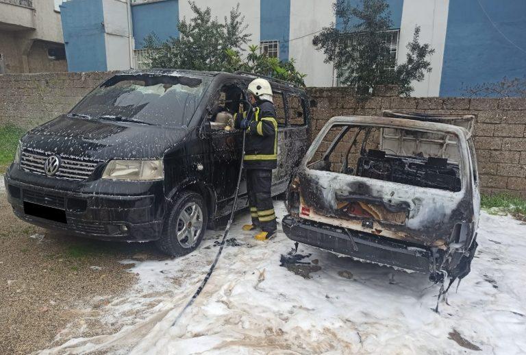Çocukların tehlikeli oyunu park halindeki 2 aracı yaktı