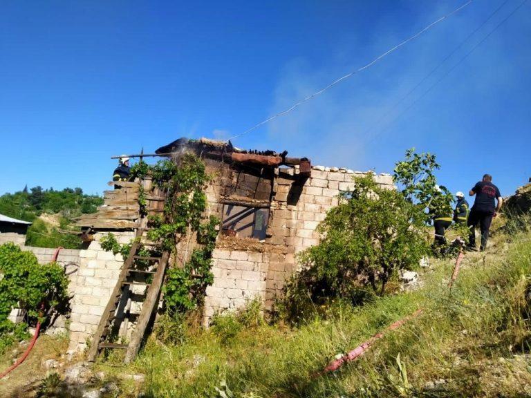 Kahramanmaraş'ta Yangın Bir Ailenin Evini Yok Etti