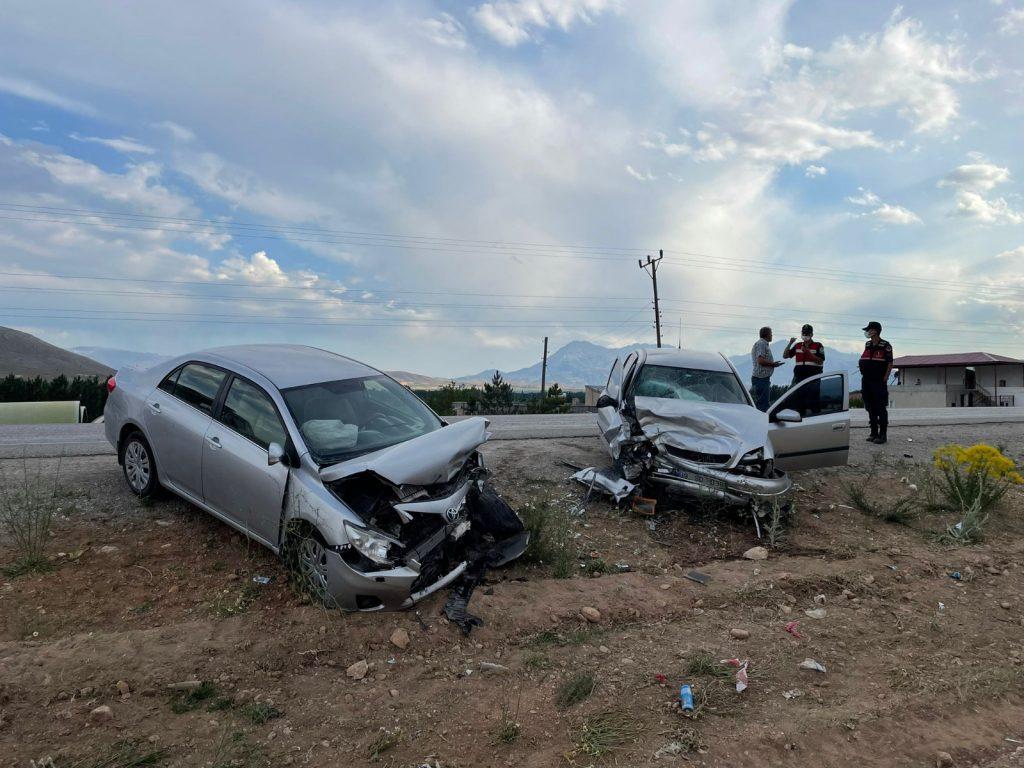 Elbistan'da Trafik Kazası, 5 Yaralı