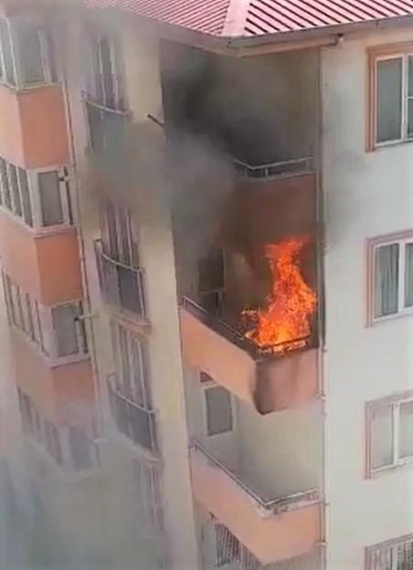Kahramanmaraş'ta Balkonda Yangın Çıktı!