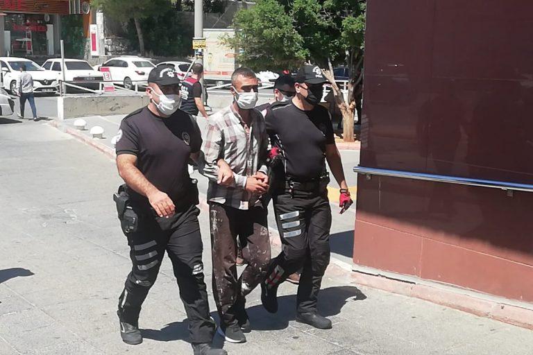 Kahramanmaraş'ta metruk binada gizlenirken yakalandılar