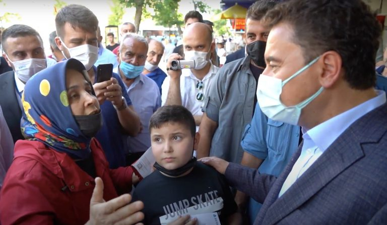 Maraşlı anneden Babacan'a genç işsizliği isyanı: 'Yol, köprü, villa istemiyoruz; çocuklarımıza iş istiyoruz'