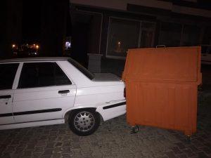 Vatandaşlar, gelişi güzel bırakılan çöp konteynırlarından dertli