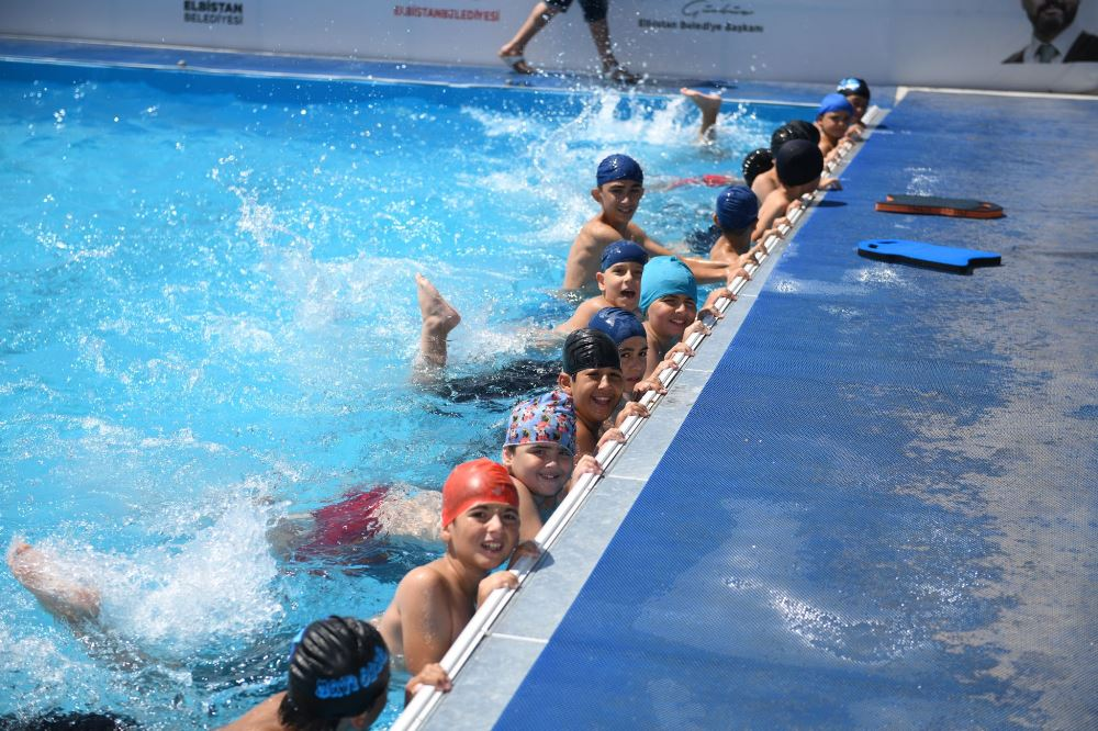 Gençler Yüzme Öğreniyor