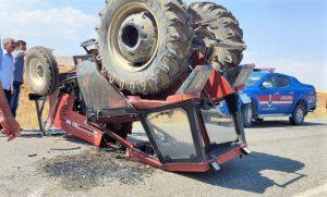 Traktörün kabini sürücüsünün hayatını kurtardı
