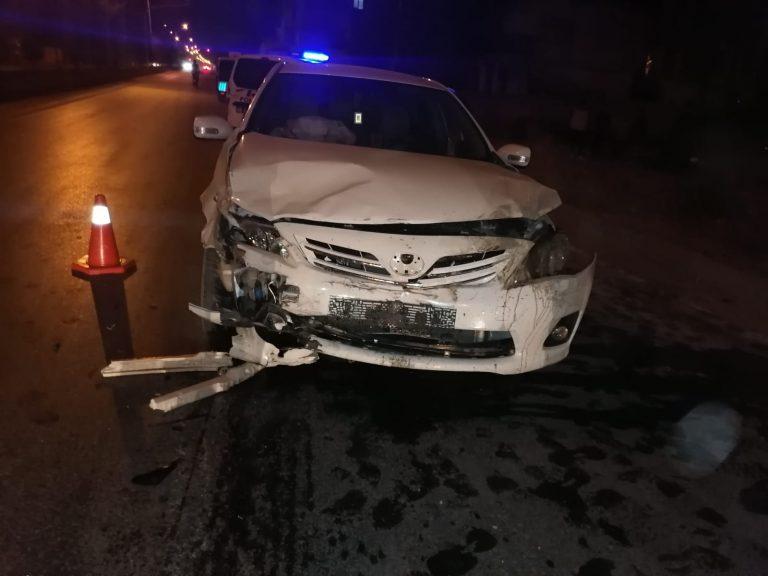 Elbistan'da iki otomobil çarpıştı: 2'si ağır 4 yaralı