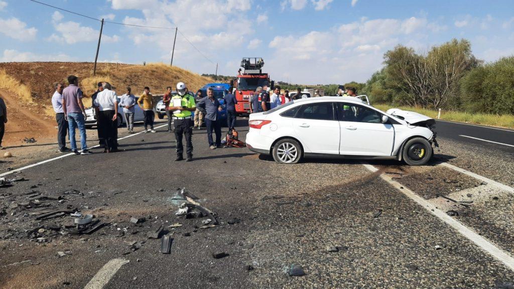 Gölbaşı'nda iki otomobil çarpıştı: 1 ölü, 2 yaralı